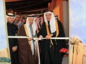 العفالق يدشن معرض منتجون الثالث  في قرية الأسواق الشعبية بمشاركة أكثر من 200 أسرة .
