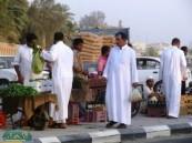 الباعة يحولون طريق الأمير سعود بن جلوي إلى سوق حراج ويتسببون بالحوادث