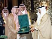 ملك البحرين يستقبل الأمير نواف بن فيصل ويكرم القيادات الشبابية والشباب المتميزين بدول المجلس