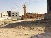 بالصور … مسجد بالهفوف لا تجد طريقًا له