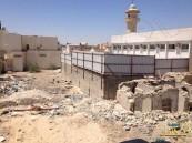 """بالصور … المباني المهجورة تقض مضاجع أهالي """"الجفر"""""""