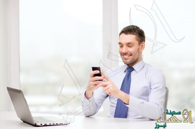 رجل أعمال - هاتف - لابتوب
