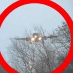 """شاهد.. """"الرياح"""" تمنع طائرة ركاب بريطانية من الهبوط"""