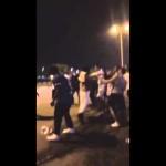 بالفيديو.. مواطنون يعتدون بالضرب على شاب تحرش بإحدى الفتيات في #الدمّام