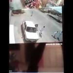 بالفيديو … مفحط متهور يصدم مسناً