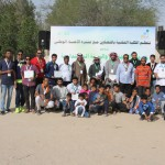 العيد يتوسط المشاركين وعدد من زوار المنتزه