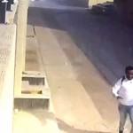 بالفيديو .. شاهد كيف تعامل مواطن مع 3 اثيوبيين هاجموه وسرقوه