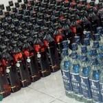 حاجز أمني على طريق البطحاء يحبط تهريب أكثر من 14000 زجاجة خمر .