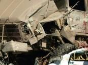 """بالصور.. شاحنة عسكرية تدهس ثلاث سيارات بعقبة ضلع """"بعسير"""""""