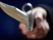 في جريمة بشعة قام الجناة بطعن الضحية وخنقه وسلب مبلغ مالي منه