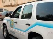 """""""هيئة الرياض"""" تقبض على عربي اِبْتَزَّ امرأة وأجبرها على المشي كالكلب وبفمها حذاء"""