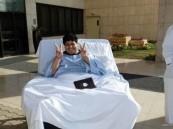 """بالصورة … """"قاهر السمنة"""" على الكرسي لأول مرة منذ 3 سنوات"""