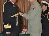 الرئيس الباكستاني يمنح الملحق العسكري السعودي أعلى وسام عسكري