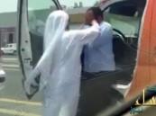 توقيف إماراتي بعد انتشار فيديو يظهر اعتداءه على سائق