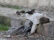 """الطفل السوري """"وسيم زكّور"""" عاش يتيماً ومات جوعاً يهز العالم استنكاراً"""