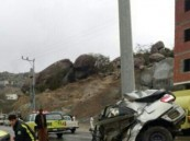 """"""" بالصور """" وفاة مواطن في حادث بعد إنشطار مركبته لنصفين"""