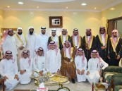 بالصور .. الشيخ محمد المقهوي يقيم حفل معايدة لجماعة الحي بمنزله