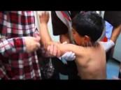 بالفيديو .. أم فلسطينية تبكي فرحاً بالعثور على ابنها حيًّا بعد نبأ استشهاده في غزة
