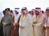 بالصور .. الأمير بدر بن جلوي يتقدم المصلين في صلاة عيد الفطر المبارك