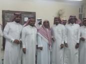 مسجد عمر بن عبدالعزيز بالخالدية يستقبل جماعته بالحلوى ويهنئهم بالعيد