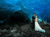 زوجان مغامران يحتفلان بزفافهم في أعماق أخطر كهف جليدي