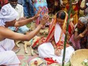 فتاة هندية تتزوج كلباً للتخلص من سوء الحظ!