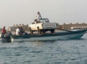 """بالصور..  مُسنّ صارع الأمواج لنقل """"ونيت"""" على قاربين لجزيرة قماح"""