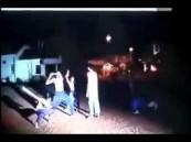 بالفيديو.. ساحر يتحدى أن يطعنه أحد فتحداه مسلم.. فكانت المفاجأة ..!!