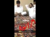 بالفيديو ..  ما فعله سعودي قام ابنه بالتدخين أمامه