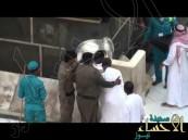 بالفيديو.. أمن المسجد الحرام يحقق أمنية حاج من ذوي الاحتياجات