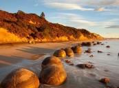 بالصور .. شاطىء بيض التنين بـ نيوزلندا