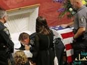 بالصور … جنازة حارة في أمريكا لكلب ميت