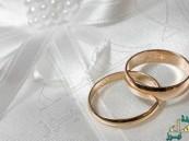 """عروس """"مقعدة"""" منذ سنوات تفاجئ المدعوين في حفل زفافها وتسير إلى زوجها"""