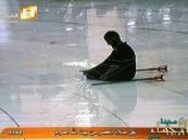 كاميرات الحرم تلتقط مشهد مؤثر لشاب من ذوي الاحتياجات يصلي وحيداً تحت المطر