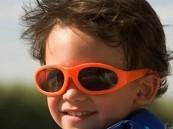 النظارات الشمسية لحماية أعين الأطفال في الربيع