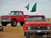 """بالصور… أقدم سيارات المملكة بمعرض """"كلاسيكي"""" يجمع عشاقها"""