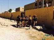 بالصور… رجال أمن يؤدون صلاة الميت على قبر خادم الحرمين عقب إنهاء عملهم