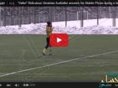 بالفيديو… لاعب يرد على جواله خلال مباراة كرة قدم