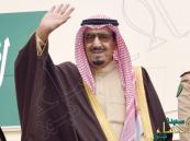 """شاهد.. الملك سلمان مشيراً لصورة: """"هذه يوم كنت متطوع أحارب مع عبدالناصر"""""""