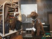 بالصور… كلب يعمل موظف استقبال في لندن