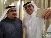 """بالصور… وزير التعليم يتفاعل مع مستقبليه بـ """"الابتسامات"""" و""""السيلفي"""""""