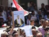 """بالصور.. متظاهرون يمنيون يرفعون صور الملك سلمان تأييداً لعملية """"عاصفة الحزم"""""""