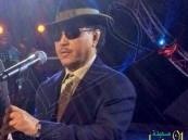 """شاهد… محمد عبده يفاجئ جمهوره بـ""""نيو لوك"""" جديد في دبي"""