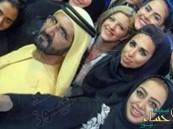 على خطى سيلفي السيسي.. فتيات يلتقطن صورًا مع حاكم دبي