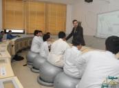 سعودي يدعو لاستخدام الكرة الطبية بدلاً من الكراسي في المدارس