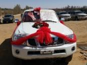 """بالصور… إخوة يهدون والدهم سيارة """"باترول سفاري"""" تقديراً له"""