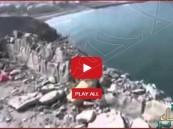 بالفيديو… دبابة حوثية تسقط بالبحر أثناء هروبها من المقاتلات السعودية