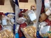 شاهد بالفيديو… ماذا وجد رجال الأمن السعودي داخل حقيبة هذا المهرب!