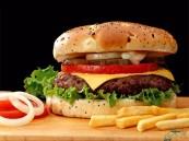 دراسة: وجبة سريعة واحدة أسبوعياً تزيد من الإصابة بالضغط