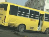 """في الشرقية… حادث مروري لـ""""باص"""" يصيب 3 طالبات و""""المديرس"""" يطمأن عليهن"""
